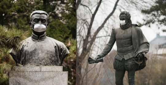 北大雕塑被戴口罩