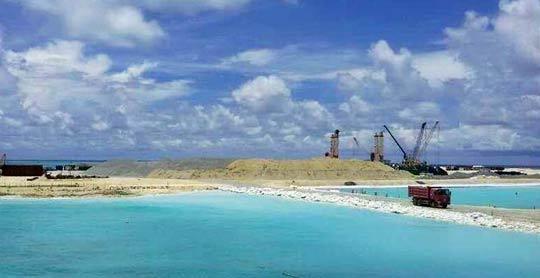 中国南海华阳礁填海造岛现场
